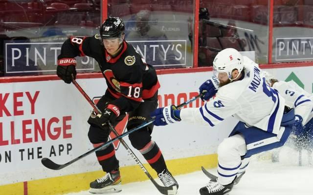 Stützle (li.) feierte sein NHL-Debüt