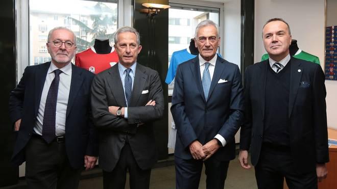 Francesco Ghirelli (l.) fordert Steuerentlastungen für die Klubs der 3. Liga Italiens