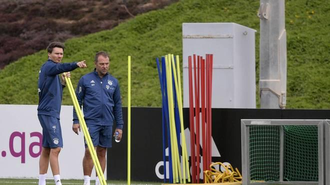 Danny Röhl (l.) gehört zum Trainerteam von Hansi Flick