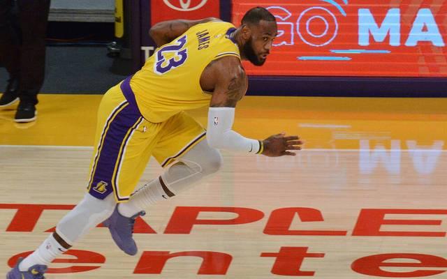 LeBron James legte sich mit einer Zuschauerin beim Sieg der Los Angeles Lakers an
