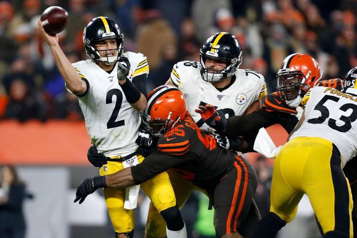 Das Thursday Night Game am 11. Spieltag der NFL befindet sich in den letzten Sekunden, die Pittsburgh Steelers liegen klar mit 7:21 gegen die Cleveland Browns in Rückstand. Nach einem Tackle von Myles Garrett (Browns) gegen Mason Rudolph (Steelers) eskaliert die Lage und es kommt zu einem der größten Skandale der NFL-Geschichte. SPORT1 zeigt die Bilder der wüsten Schlägerei