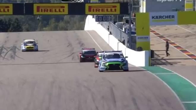 Harald Proczyk (v.) konnte sich im zweiten Rennen am Sachsenring durchsetzen