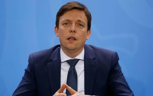 Tobias Hans kritisiert privilegierten Profifußball