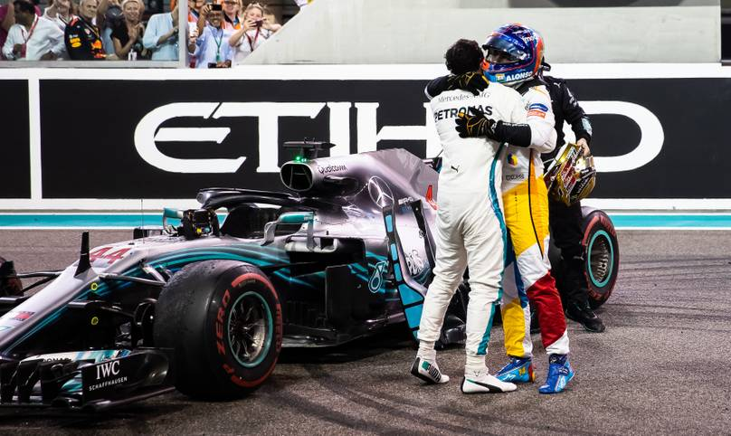 Das Kapitel Fernando Alonso in der Formel 1 ist beendet. Beim Großen Preis von Abu Dhabi stieg der Spanier nach 18 Jahren in der Königsklasse zum letzten Mal in sein Cockpit und durfte sich im Anschluss über einen gebührenden Abschied freuen