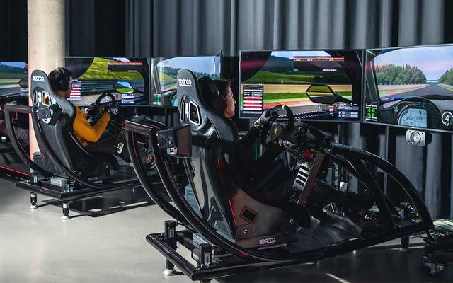 So sieht der Sim-Racing-Bereich in der Jochen Schweizer Arena aus