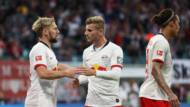 LEIPZIG, GERMANY - SEPTEMBER 14:  Emil Forsberg of RB Leipzig celebrates after scoring his team's first goal with Timo Werner during the Bundesliga match between RB Leipzig and FC Bayern Muenchen at Red Bull Arena on September 14, 2019 in Leipzig, Germany. (Photo by Maja Hitij/Bongarts/Getty Images)
