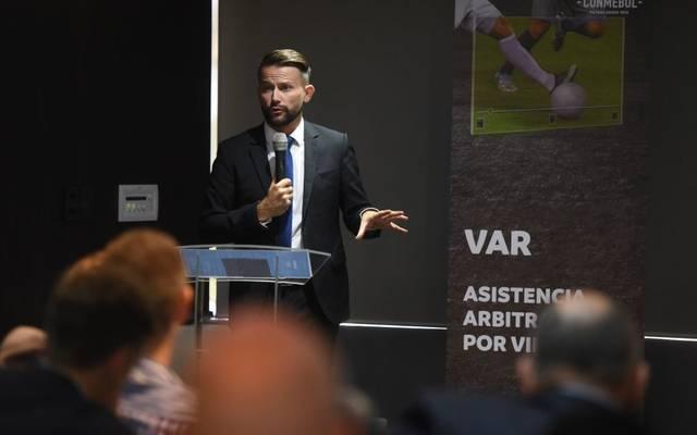 IFAB-Generalsekretär Lukas Brud kündigt weitere Regelveränderungen beim VAR an