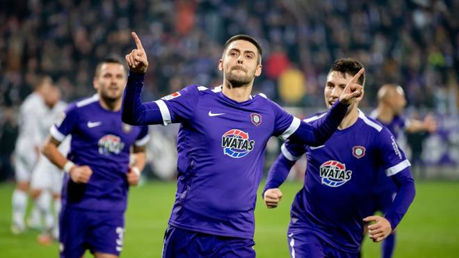 AUE, GERMANY - NOVEMBER 22: Dimitrij Nazarov (front) of Aue celebrates after scoring his team's second goal during the Second Bundesliga match between FC Erzgebirge Aue and FC St. Pauli at Erzgebirgsstadion on November 22, 2019 in Aue, Germany. (Photo by Thomas Eisenhuth/Bongarts/Getty Images)