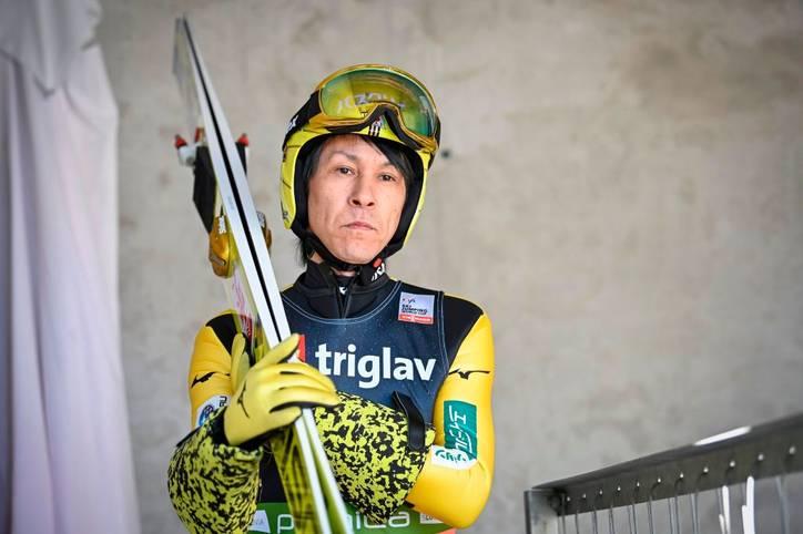 Er ist der Beweis, dass man auch im hohen Alter noch sehr gut skispringen kann. Noriaki Kasai debütierte im Dezember 1988 im Weltcup. Seitdem hat er 24 Mal an der Vierschanzentournee teilgenommen. Heute ist er 47!