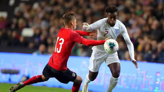 MILTON KEYNES, ENGLAND - OCTOBER 15: Callum Hudson-Odoi of England is challenged by Lukas Malicsek of Austria during the UEFA Under 21 Championship Qualifier between England and Austria at Stadium mk on October 15, 2019 in Milton Keynes, England. (Photo by James Chance/Getty Images)