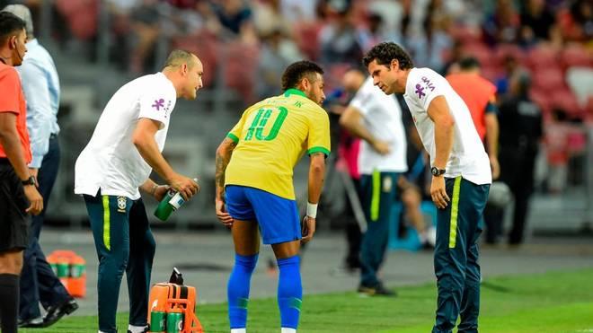 Neymar muss gegen Nigeria schon früh vom Platz