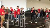 Freunde von Arjen Robben erreichen die Allianz Arena