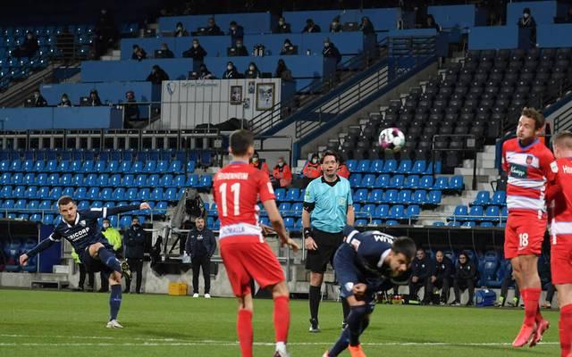 Thomas Eisfeld (l.) erzielte ein Traumtor für den VfL Bochum