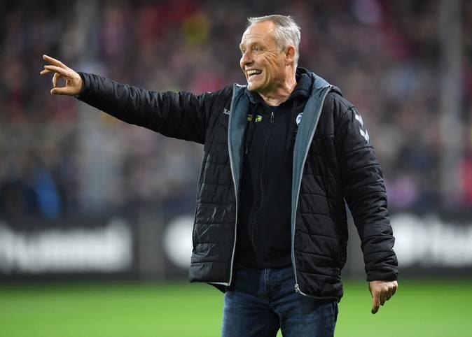 Christian Streich hat seinen Vertrag als Trainer des SC Freiburg verlängert. Über sieben Jahre steht er schon ander Seitenlinie der Breisgauer. Ist er damit der aktuell dienstälteste Bundesliga-Trainer? SPORT1 hat das komplette Ranking