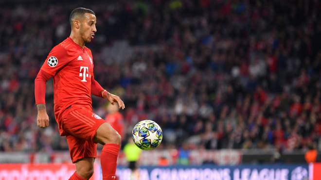 MUNICH, GERMANY - SEPTEMBER 18: Thiago Alcantara of Bayern Munich plays the ball during the UEFA Champions League group B match between Bayern Muenchen and Crvena Zvezda at Allianz Arena on September 18, 2019 in Munich, Germany. (Photo by Sebastian Widmann/Bongarts/Getty Images)
