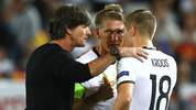 BORDEAUX, FRANCE - JULY 02:  Joachim Loew, head coach of Germany gives instructions  to his players Toni Kroos (C) and Bastian Schweinsteiger during  the UEFA EURO 2016 quarter final match between Germany and Italy at Stade Matmut Atlantique on July 2, 2016 in Bordeaux, France.  (Photo by Alexander Hassenstein/Getty Images)
