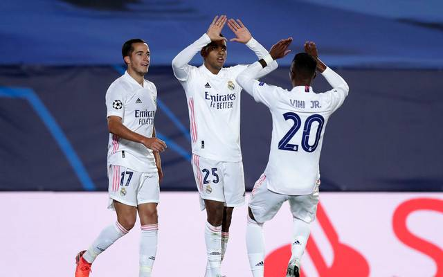 Rodrygo (M) feiert seinen Treffer mit Vorlagengeber Vinícius Júnior (R)
