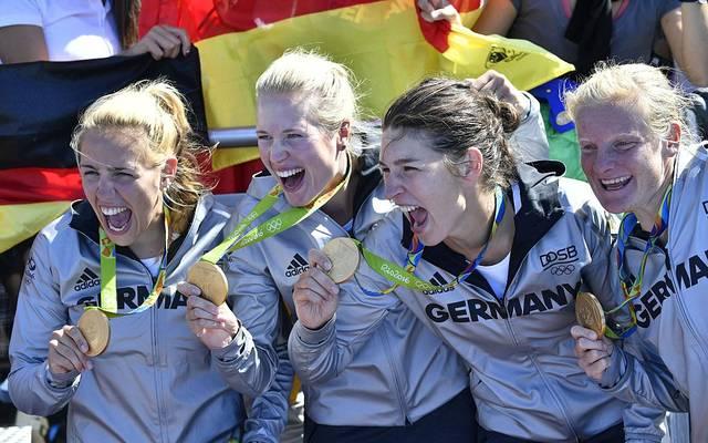 Julia Lier (2. v. l.) gewann 2016 in Rio Gold mit dem deutschen Doppelvierer