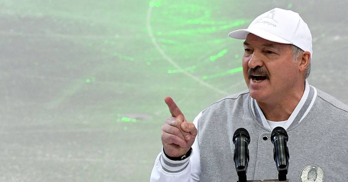 Weißrussland: Aljaksandr Lukaschenka spielt trotz Coronakrise Eishockey