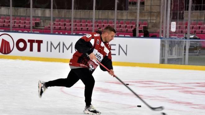 Lukas Podolski geht für die Kölner Haie aufs Eis
