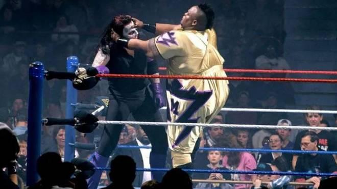 Mabel (r.) bei einem Match gegen den Undertaker 1995