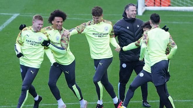 Leroy Sane (2.v.l.) im Training von Manchester City