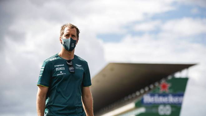 Sebastian Vettel bei den Vorbereitungen auf das Rennen in Portugal
