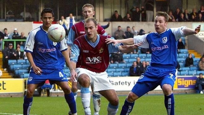 Lee Roche (Mitte) im Einsatz für den FC Burnley