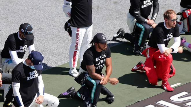 Lewis Hamilton und Sebastian Vettel knieten sich vor dem Start zum Österreich-GP hin
