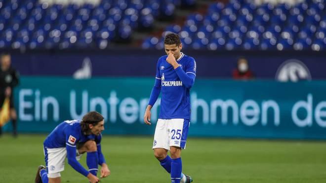 Amine Harit (Mitte) wurde gegen Wolfsburg bereits nach rund 40 Minuten ausgewechselt