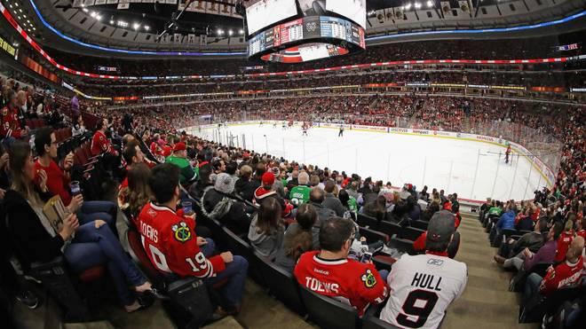 Die Fans der Chicago Blackhawks dürfen traditionelle Indianer-Kopfbedeckungen nicht mehr tragen