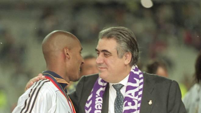 Lorenzo Sanz im Mai 2000 nach dem Triumph in der Champions League mit Nicolas Anelka