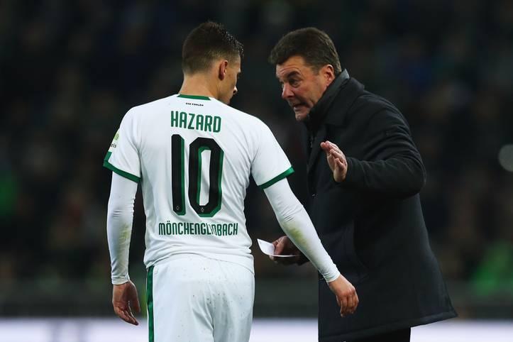 Am Wochenende ist Schluss: Trainer Dieter Hecking (r.) und Borussia Mönchengladbach gehen nach dem letzten Spieltag getrennte Wege. Die Fohlen haben mit Marco Rose bereits einen neuen Trainer präsentiert, Heckings Zukunft ist aber noch offen