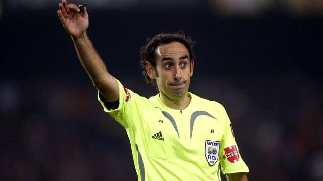 Iturralde Gonzalez pfeift ein Spiel zwischen dem FC Barcelona and Real Zaragoza am 12. November 2006