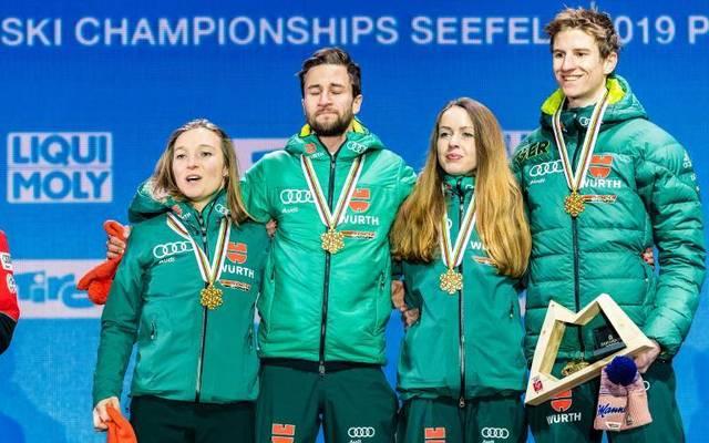 Katharina Althaus (l.) und Karl Geiger (r.) wurden 2019 mit Markus Eisenbichler und Juliane Seyfarth Mixed-Weltmeister