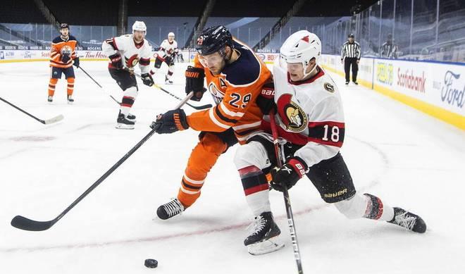 NHL-Superstar Leon Draisaitl  (l.) und der deutsche Shootingstar Tim Stützle (r.) mischen die NHL auf