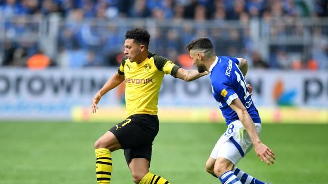 Borussia Dortmund (l.:Jadon Sancho) muss beim FC Schalke 04 ran