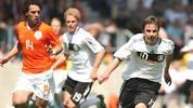 Der gebürtige Memminger durchläuft alle DFB-Auswahlmannschaften. 2009 gewinnt er seinen ersten großen Titel. Mit der U17 gewinnt er die Europameisterschaft im eigenen Land. Götze gehört zu den überragenden Spielern des Turniers