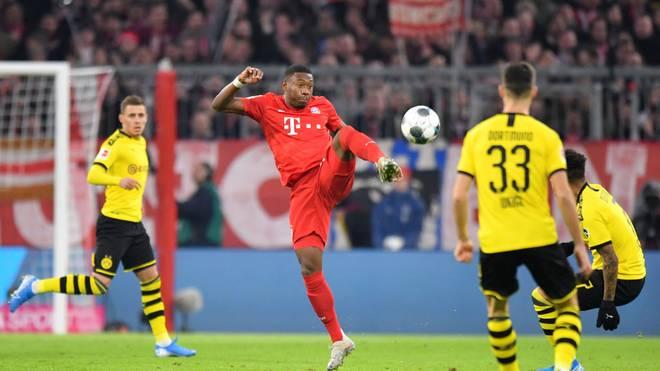 David Alaba vom FC Bayern hat den Ball im Blick