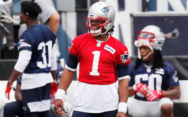 Cam Newton (M.) ist Tom Bradys Nachfolger als Quarterback der New England Patriots