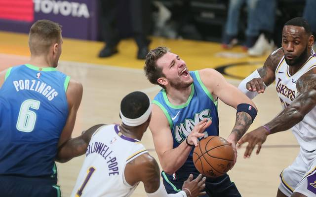 In Zukunft tatsächlich einer für die Lakers? Wenn es nach NBA-Legende Magic Johnson geht, wäre Dallas Mavericks' Luka Doncic (Mi.) dafür genau der Richtige