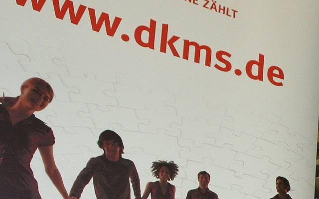 Mehrere Fußball-Klubs werben für die Registrierung bei DKMS