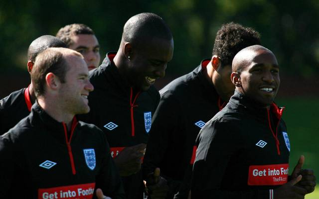 Carlton Cole (Mitte) beim Training mit Wayne Rooney und Jermain Defoe (r.)