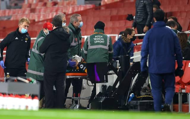 Raúl Jiménez wurde nach einem heftigen Zusammenprall ins Krankenhaus gebracht