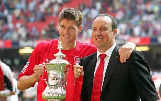 Steven Gerrard (l.) schaute sich bei Liverpool viel bei seinem Ex-Trainer Rafa Benitez ab