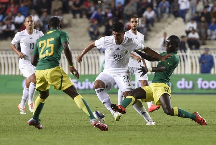 Durch Platz zwei bei der U23-Afrikameisterschaft 2015 sicherte sich Algerien das Ticket nach Rio. Das Team um Bounedjah Baghdad (M.) trifft in Gruppe D auf Honduras, Portugal und Argentinien. Bis auf Nigeria (Silber 2008) holte noch nie ein afrikanisches Land Edelmetall bei Olympia. Die Algerier werden das wohl nicht ändern können