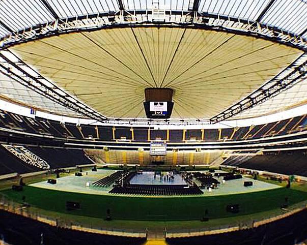 """Die Ruhe vor dem Weltrekord-Sturm. Die Arena in Frankfurt wird für das Mega-Event """"Tag des Handballs"""" hübsch gemacht (Copyright: twitter@RNLoewen)"""