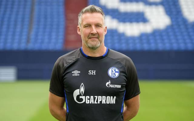 Schalke 04 bindet Torwarttrainer Simon Henzler an sich