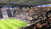 Diese Choreo der Eintracht-Fans sorgte vor dem Heimspiel gegen Chelsea für Gänsehaut