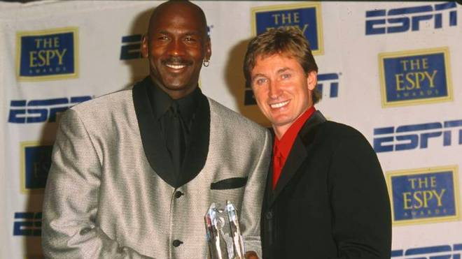 Wayne Gretzky (r.) und Michael Jordan (l.) gelten als die besten Spieler, die ihre jeweilige Sportart je ausgeübt haben